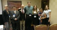 """Los presentadores estudiantiles de la sesión inaugural de """"Best Practices"""" en la conferencia anual de la AATSP el 9 de julio de 2013."""