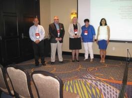 Miembros del Consejo de Directores de la AATSP al ser iniciados como socios honorarios de Sigma Delta Pi.