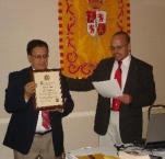 El Presidente Carrillo al ser iniciado en la Orden de los Descubridores por el Secretario Del Mastro.
