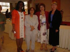 Comfort Pratt (Texas Tech University), Marie-Lise Gazarian (St. John's University), Domnita Dumitrescu (California State University, Los Angeles) y Lucy Lee (Truman State University) durante la recepción.
