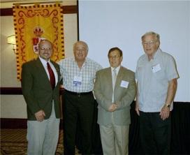 El Dr. James Castañeda (segundo de la izquierda) de Rice University con algunos miembros del Comité Ejecutivo de la Sociedad.