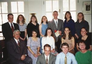 La Profesora Patricia J. Hamel (delante a la derecha), El Presidente Germán D. Carrillo (segunda fila a la izquierda) y el Secretario Ejecutivo (al fondo a la izquierda) con los nuevos miembros activos del Capítulo 500.