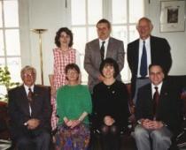 El Presidente Carrillo y el Secretario Del Mastro con los nuevos miembros honorarios de Alpha de Wyoming: Patricia J. Hamel, Patricia McLean (delante), Janis Murphy, Kevin Larsen y Duane Rhodes (al fondo).